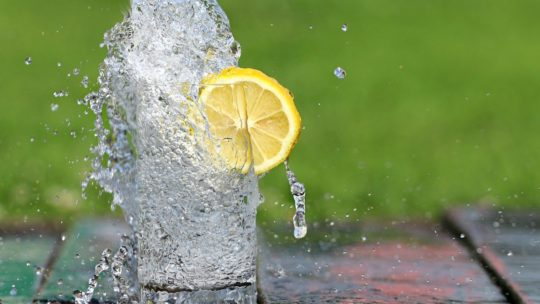 Pourquoi installer une fontaine à eau dans le hall de son entreprise?